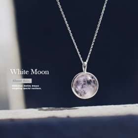 ★WHITE MOON necklace